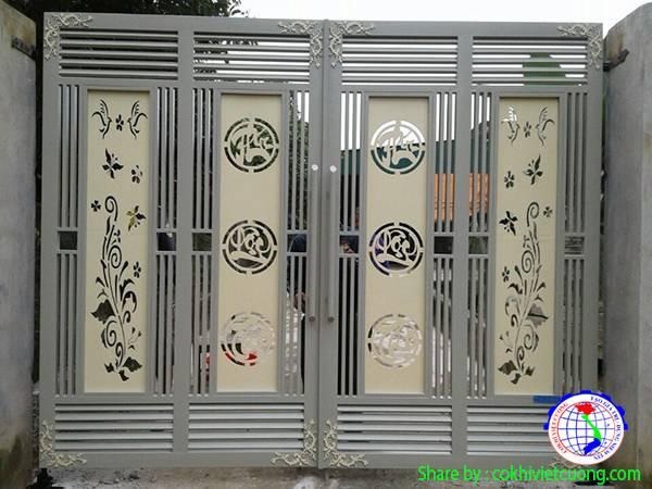 Một mẫu cửa sắt 4 cánh Phúc - Lộc - Thọ đẹp mắt