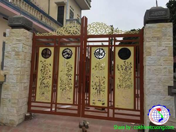Cổng sắt mỹ thuật 4 cánh Tùng - Cúc - Trúc - Mai màu vàng kết hợp khung gỗ