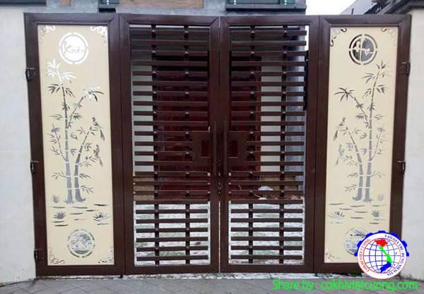 Cửa sắt nghệ thuật 4 cánh họa tiết cây trúc kết hợp thanh ngang ở giữa