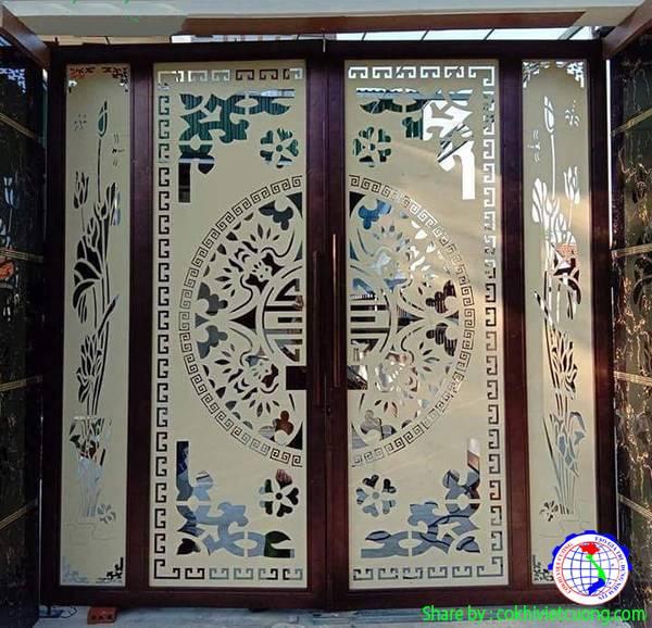 Cửa nghệ thuật bằng sắt 4 cánh họa tiết hoa sen kết hợp chữ hạnh phúc ở giữa