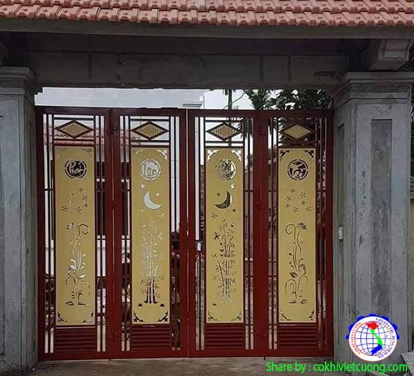 Mẫu cửa cổng sắt nghệ thuật Phát Lộc Phát Tài kết hợp hoa sen và trúc