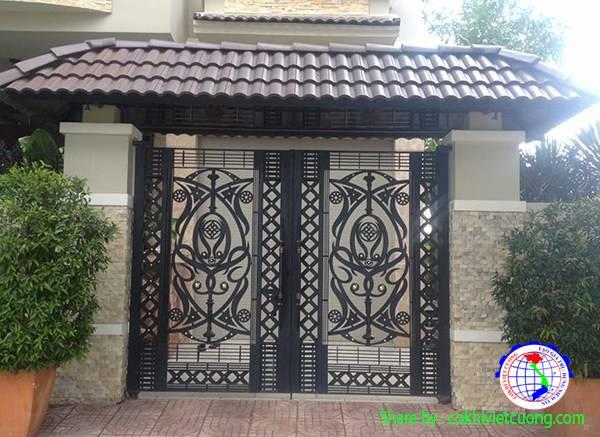 Cửa cổng sắt đẹp với họa tiết trừu tượng cho biệt thự