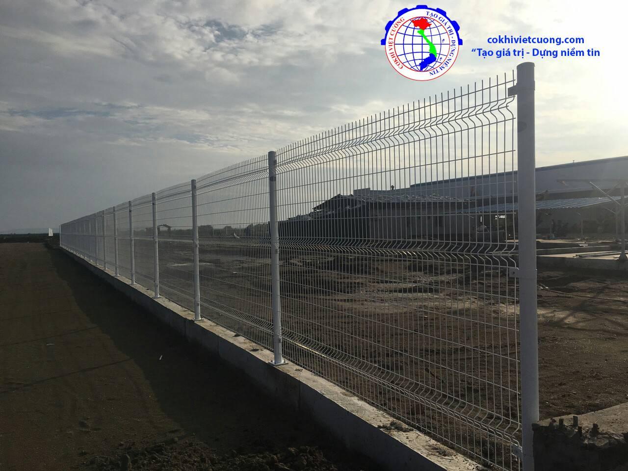hàng rào lưới thép sơn tĩnh điện cột tròn