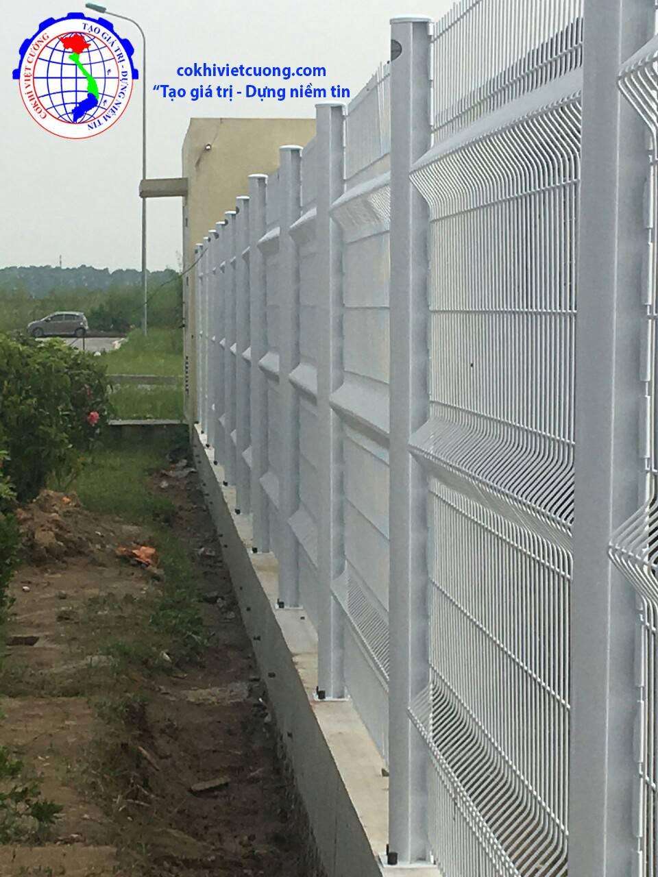 hàng rào lưới thép cột trái đào