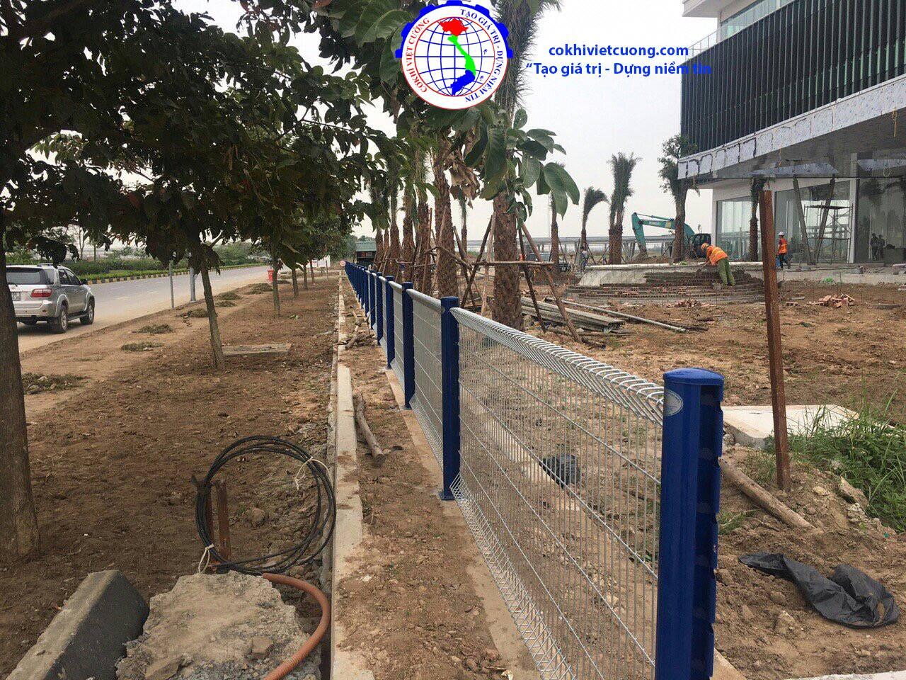 hàng rào sắt cột trái đào sơn tĩnh điện màu xanh dương