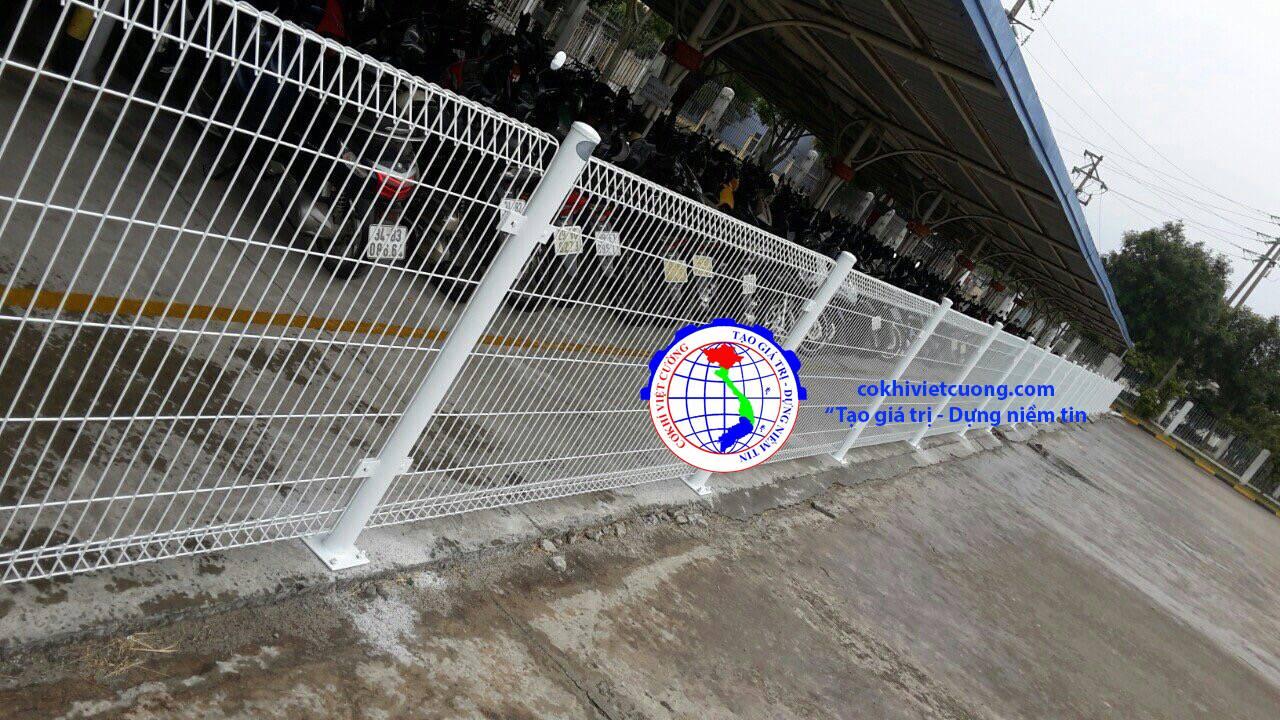 hàng rào thép bảo vệ nhà xe