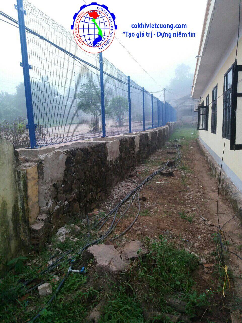 hàng rào sắt sơn tĩnh điện màu xanh dương