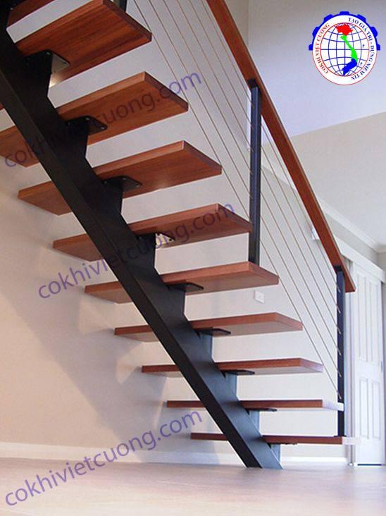cầu thang xương cá bằng sắt bậc gỗ