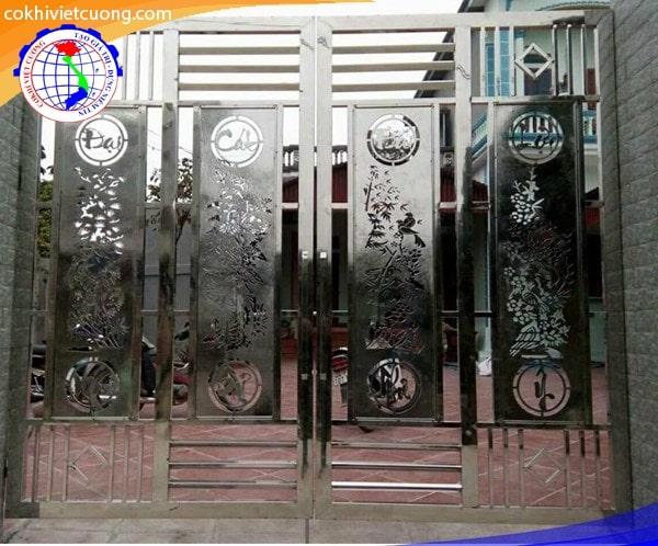 Cửa cổng inox với họa tiết tùng cúc trúc mai