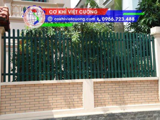 hàng rào sắt hộp sơn tĩnh điện màu xanh hải quân mũi nhọn sắt hộp 20 x 40 x 1.4 mm