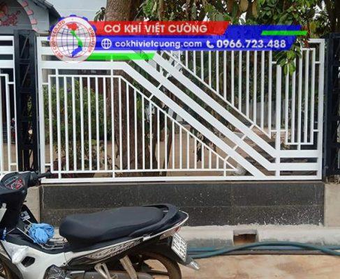 hàng rào sắt hộp sơn tĩnh điện màu trắng họa tiết chữ Z sắt hộp 20 x 40 x 1.4 mm