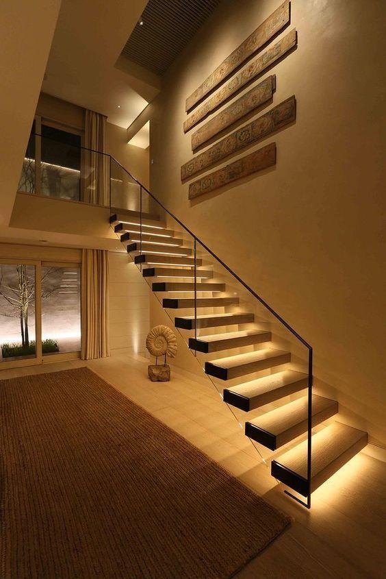 Cầu thang bay lan can kính