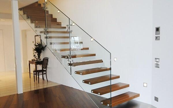 Cầu thang bay lan can kính mẫu 2